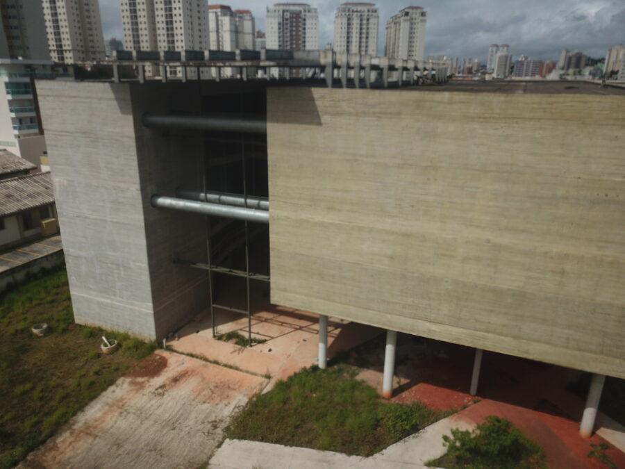 Fotografia da área externa do remanescente das obras feita com drone Mavic Pro, da DJI.
